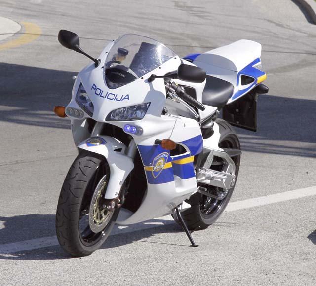 Une moto de la police croate - Jeux de motos de police ...
