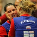 Nicoletta Stefanova felicitando a Mihaela Steff